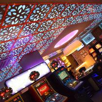 Resultado de imagen de decoracion bares de salones de juego